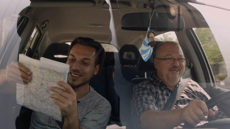 Sehnsucht nach einer unbekannten Heimat - Filmszene Autofahrt Dialog