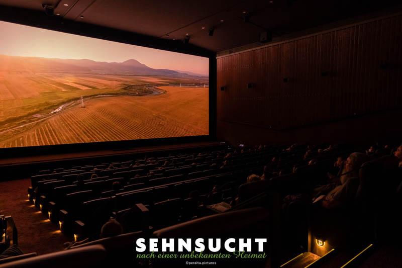 """""""Sehnsucht nach einer unbekannten Heimat"""" - Während der Filmvorstellung im Kinosaal der Astor Film Lounge in München"""